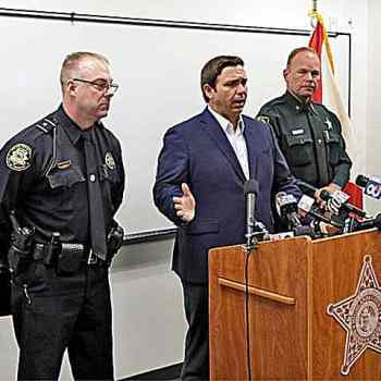 Ron-DeSantis-podium-with-police-ap.jpg