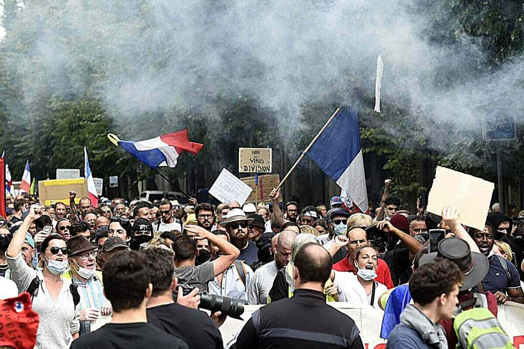 we-should-abolish-it-french-vaccine-passport-protests-continue-for-6th-weekend