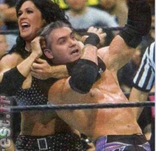 sarah-sanders-wrestling-head-lock-jim-acosta-cnn