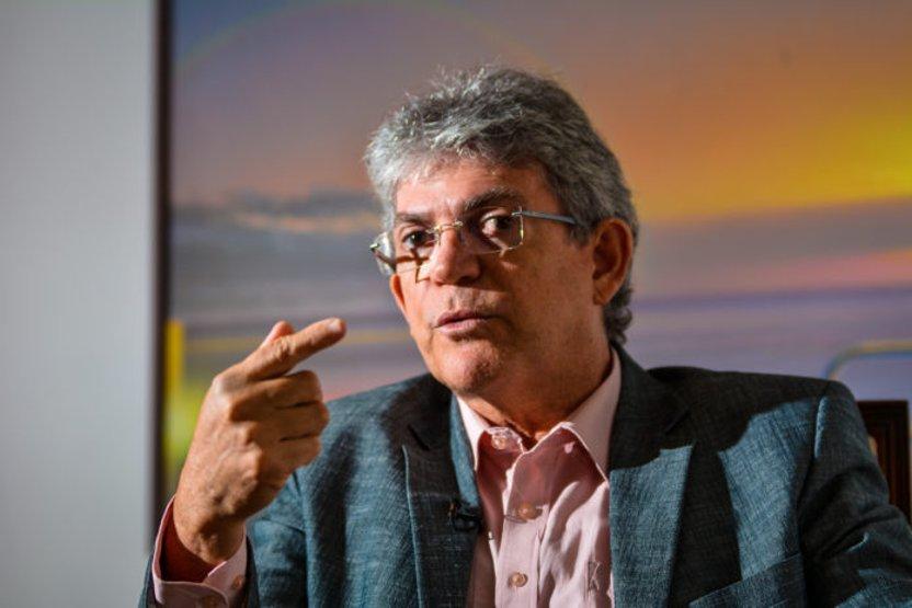 Ricardo Coutinho e mais trinta pessoas são denunciadas por desvios na educação