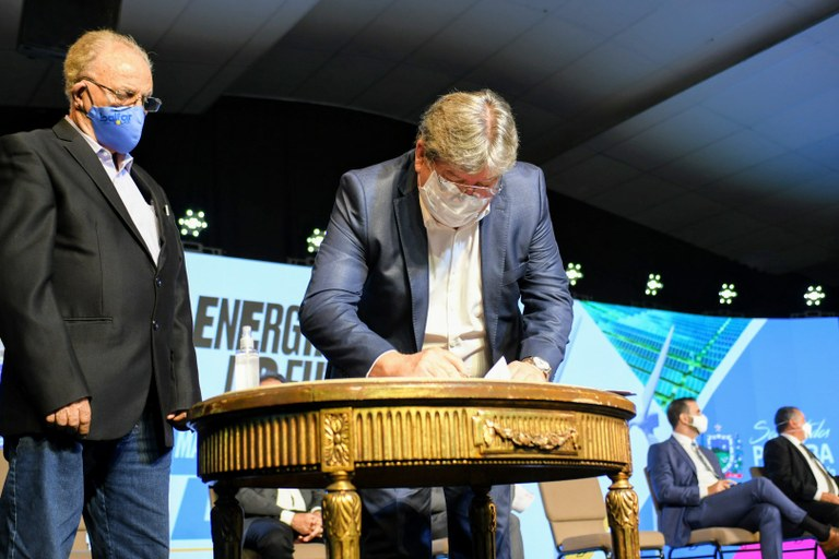 Maior fábrica de painel solar da América Latina vai ser instalada na Paraíba