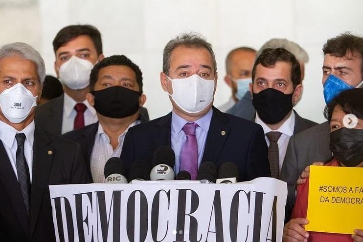 Em Brasília, deputado paraibano participa de protesto e pede impeachment de Bolsonaro. Veja vídeo