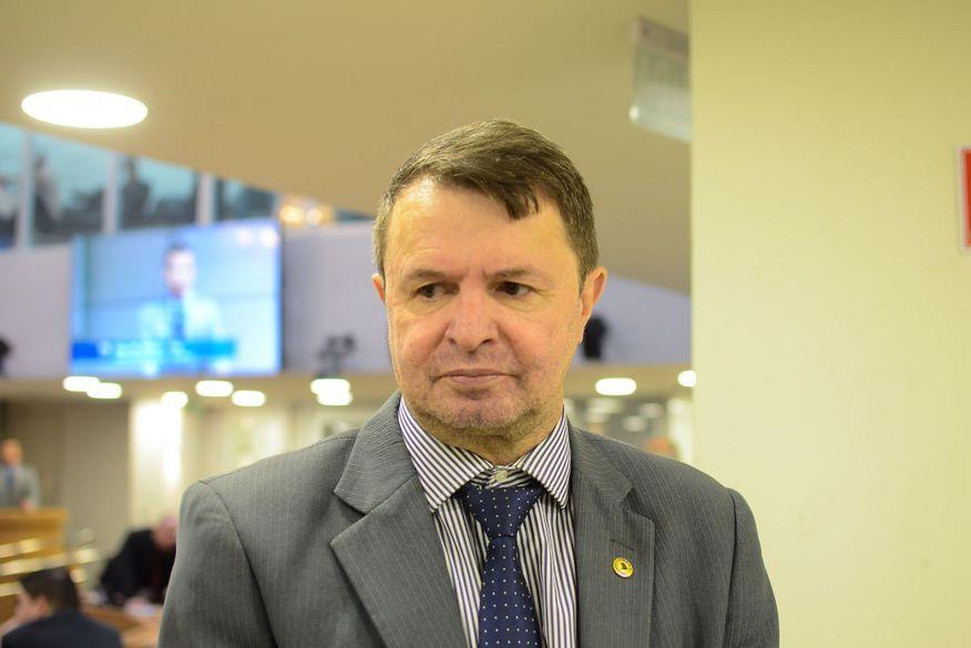 Política enfraquecida: deputado defende apedrejamento como solução à indústria da seca