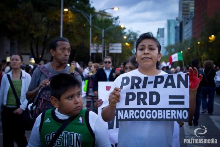 Movilización en el marco de la 2da Jornada Mundial por Ayotzinapa, 22 de octubre de 2014, México, D.F.  Fotografía: Mónica Olivares.