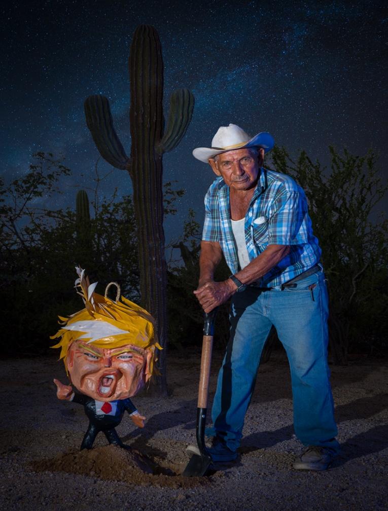 """Las diatribas racistas y xenófobas de Trump se apoyan en historias conspiratorias de diversa índole. Una de ellas consiste en afirmar que parte de una mega conspiración judía-árabe-capitalista incluye a personajes como Obama, Hillary y Bill Clinton, el magnate mexicano Carlos Slim. Parte de la conjura reposa en el designio de """"vaciar"""" de buenos trabajos a Estados Unidos para llevarlos a México o a China. Y otra parte de la conjura es """"llenar"""" de mexicanos a los blancos y anglosajones EE.UU. Desde luego, estas teorías que demonizan a unos (los migrantes) y victimizan a otros (los anglosajones) polarizan y generan odios y resentimientos. (Imagen de archivo)"""