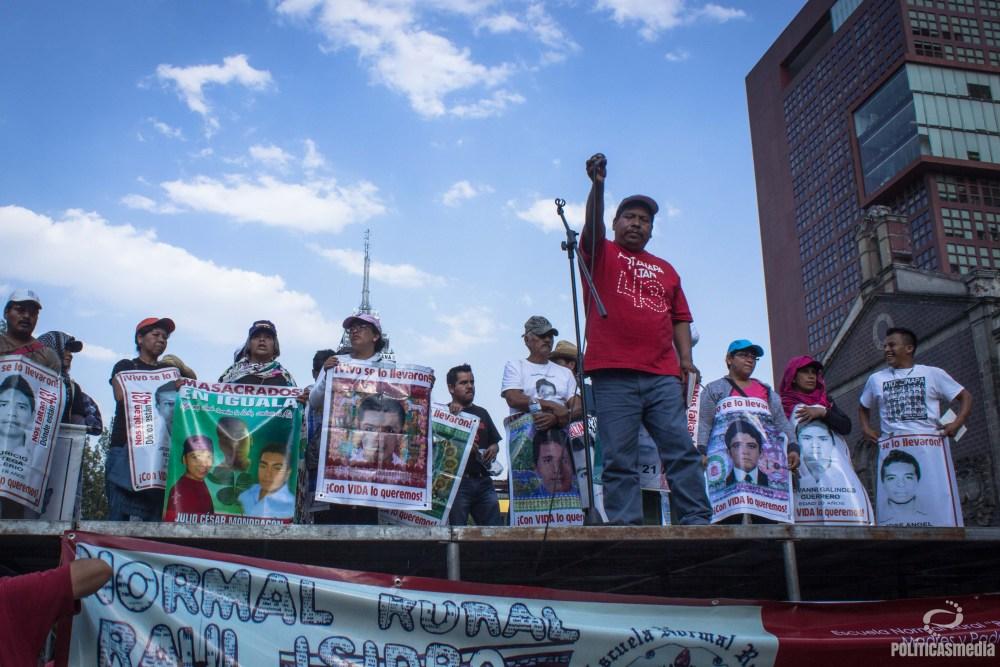Movilización en la Ciudad de México al cumplirse 31 meses de la desaparición de los 43 normalistas de Ayotzinapa. Fotografía: Mónica Olivares | Políticas Media.
