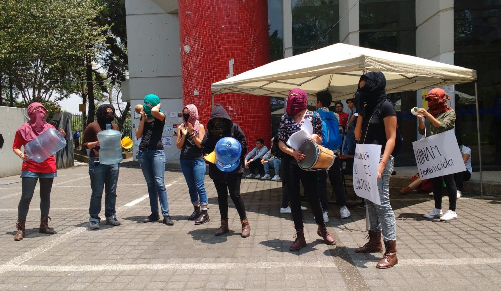Batucada organizada por las activistas, FCPyS, UNAM. Foto: Pablo Gómez_Políticas Media.