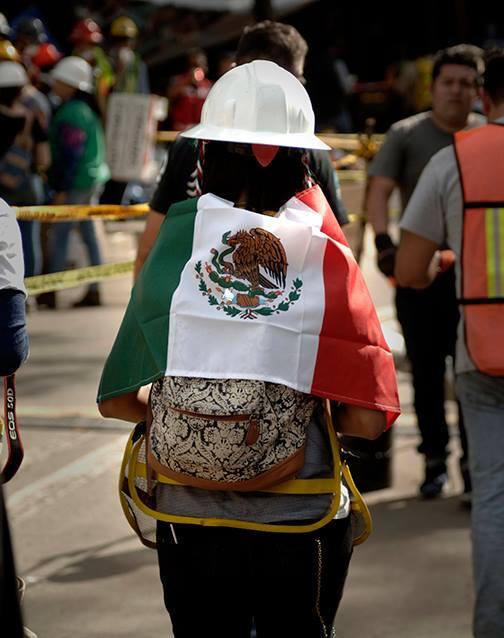 Voluntaria en trabajos de rescate en la Ciudad de México. Fotografía: Chac Nahual