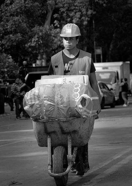 Voluntario en trabajos de rescate en la Ciudad de México. Fotografía: Chac Nahual