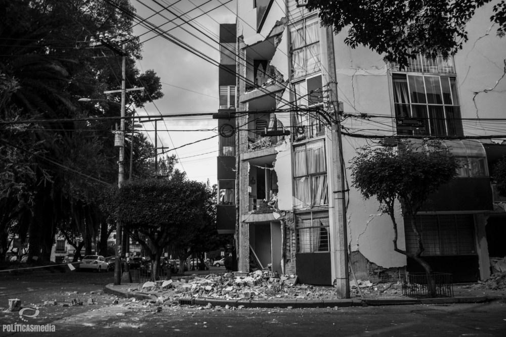 Desalojo ante posible colapos de edificio en la Colonia Narvarte Poniente, entre Nicolás San Juan y Morena. Foto: Monica Olivares | Políticas Media.