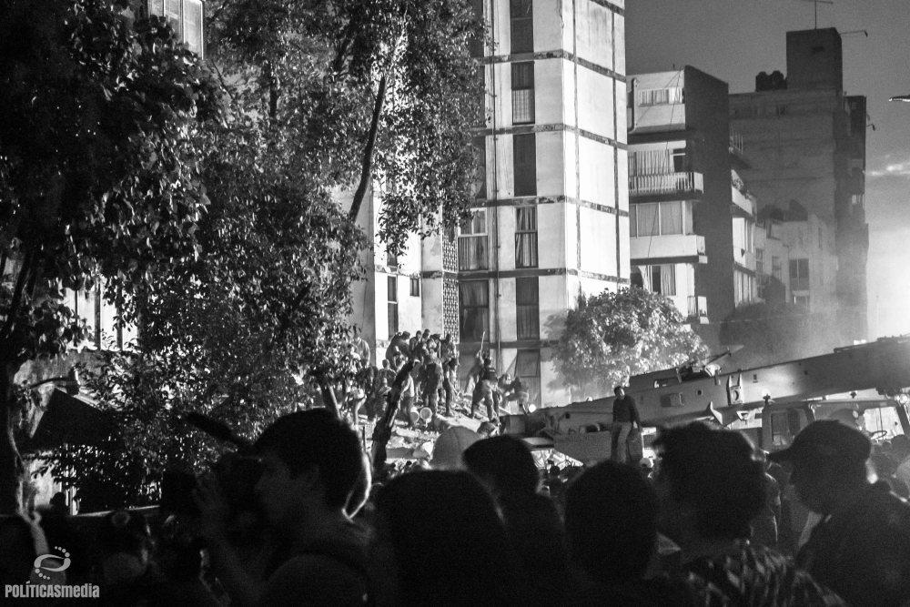 Labores de rescate ante colapso de edificio en Torreón y Viaducto en la Colonia Piedad Narvarte. Foto: Mónica Olivares | Políticas Media.