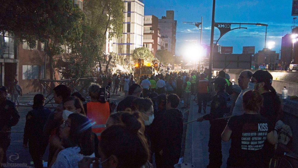 Labores de rescate ante colapso de edificio en Torreón y Viaducto en la Colonia Piedad Narvarte. Foto: Paty Olivares/Políticas Media.