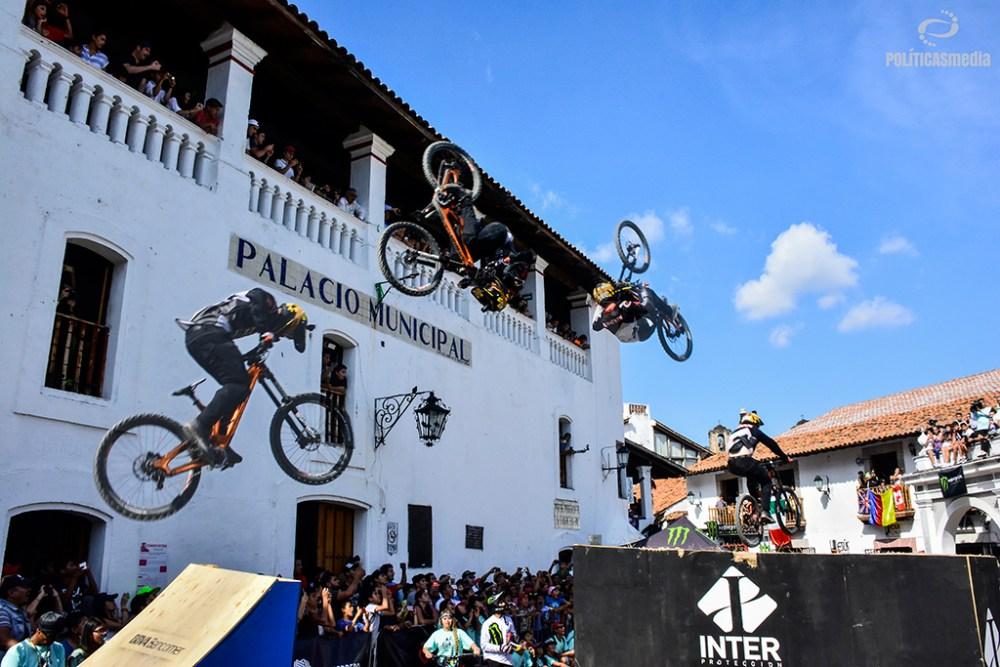 Realizando el Best Tick de la sexta edición de Down Hill Taxco, Guerrero. Fotografía: Alan Bazán | Políticas Media