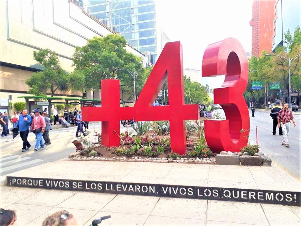 Antimonumento por los 43 en la Ciudad de México a 43 meses de la desaparición forzada de los 43, 26 de abril de 2018 | Fotografía de Martín López Gallegos.
