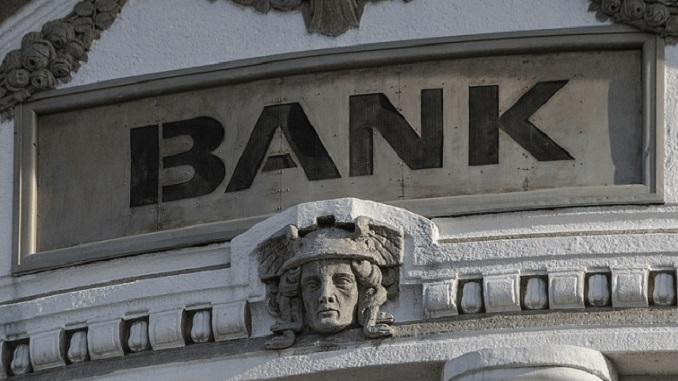 Propale su imperije, bankarska - nije