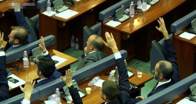Pala vlada Kosova, Kurti kaže da je odluka doneta van Kosova