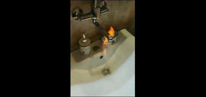 ČUDO KOD ZRENJANINA – pojavio se metan u vodi: PLAMEN IZBIJA IZ ČESME – opasnost katastrofalnih razmera! (VIDEO)