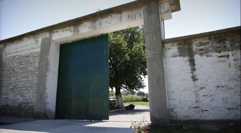 Danas: Oko 700 osuđenika niškog zatvora štrajkuje glađu zbog korone?