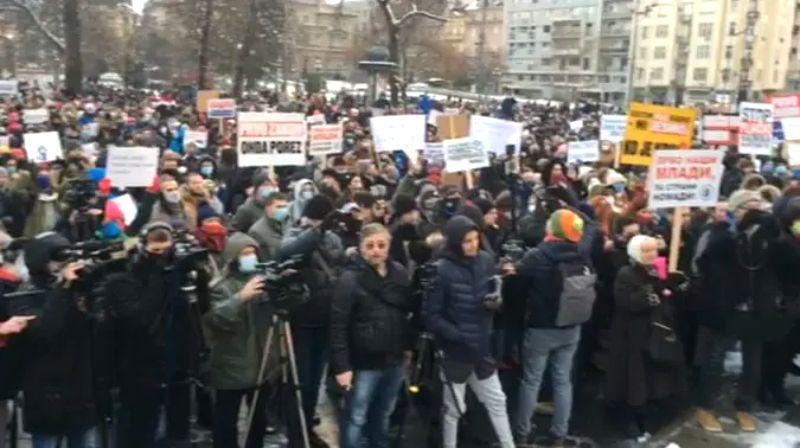 Protest frilensera u Beogradu: Porez da, pljačka ne