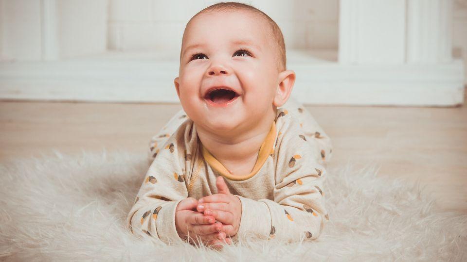 Pedijatri: Nije dobro bušiti uši bebama