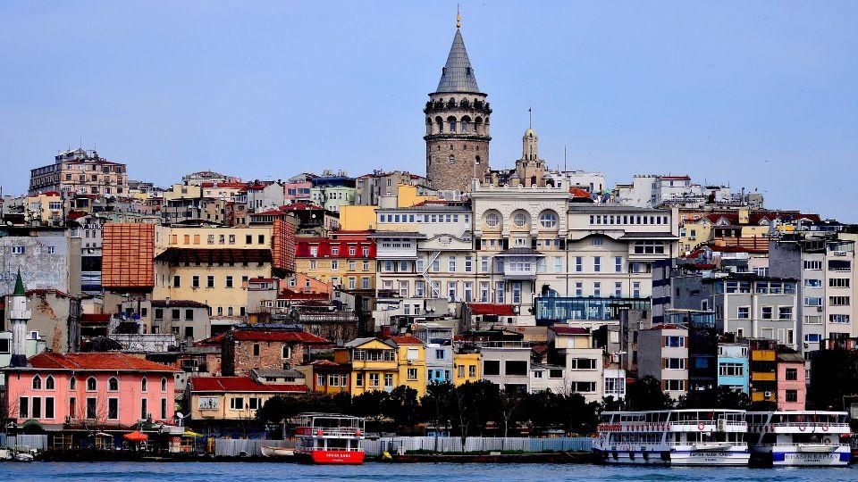 Turska ublažila mere, skraćen policijski čas