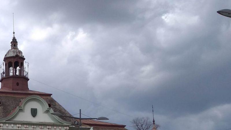 SNEG U MAJU! Posle jednog dana pauze, stiže hladan tuš: Već noćas pogoršanje vremena, prekosutra kišovito i VEOMA HLADNO, a evo kada će granuti sunce