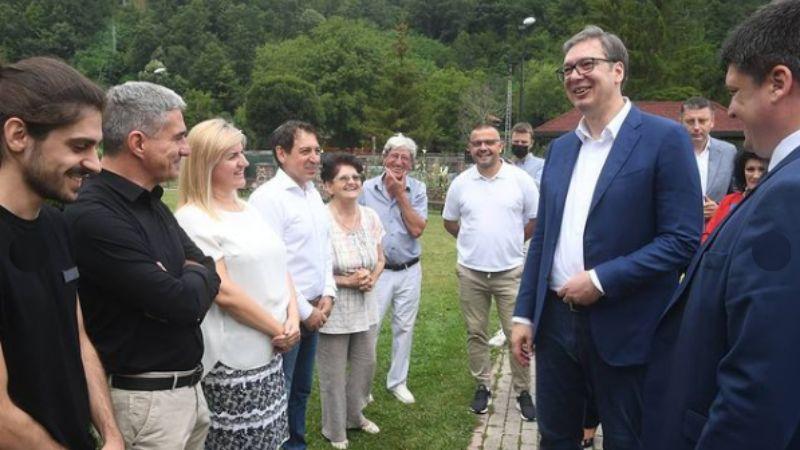 Vučićeva poseta Paraćinu je privatna poseta SNS odbornici kojoj je ustupljeno 1,43 hektara u centru Sisevca, u zamenu za 39 ari