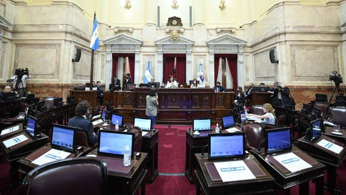 Ajustado debate en el Senado
