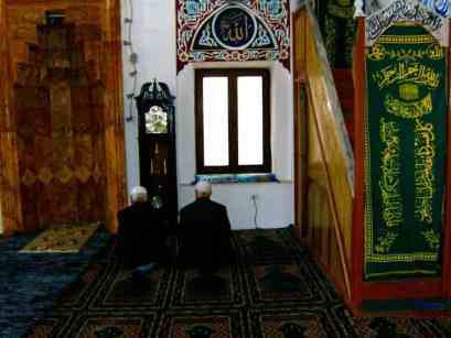 Rukoushetki Skopjessa sijaitsevassa moskeijassa. Kuva: Nora Repo