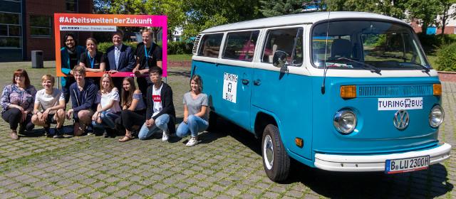 """""""Turing-Bus in Bernau"""" von Leonard Wolf/Open Knowledge Foundation DE via flickr, CC-BY 4.0"""