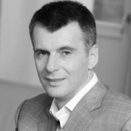Прохоров Михаил Дмитриевич - биография и семья