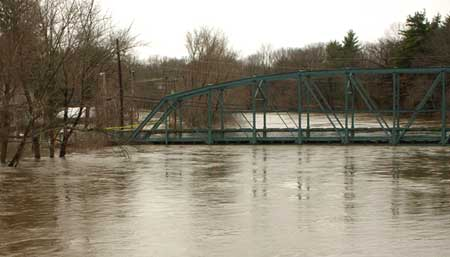 Nor'eastern flooding. Farmington River, Simsbury CT