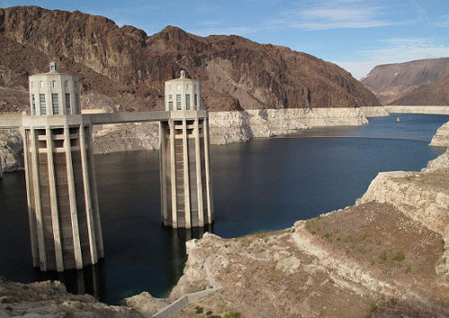 Lake Mead bathtub ring 2010. (Credit: commons.wikimedia.org)