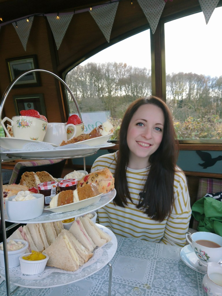 Narrowboat_tearoom_Wigan