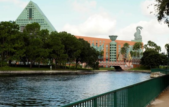 Pros and Cons of Staying Off Site at Walt Disney World
