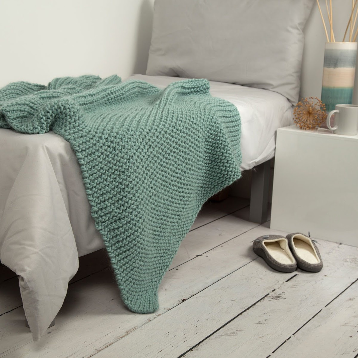 Wool Couture beginner's blanket with free gift