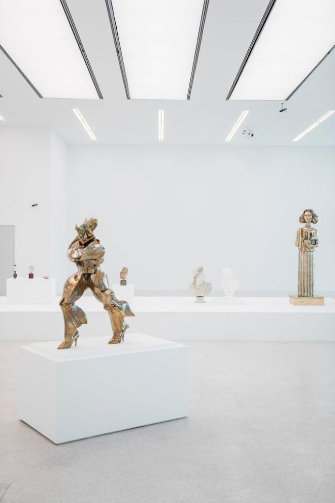 Exhibition view, Museion, 2016. Foto: Luca Meneghel. Im VG / In primo piano / Front: Unique forms of continuity in high heels (after Umberto Boccioni), 2012. Courtesy of the artist and Gagosian Gallery, Roma.