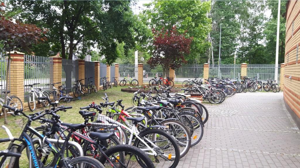 Varsovie - vélos près d'une école