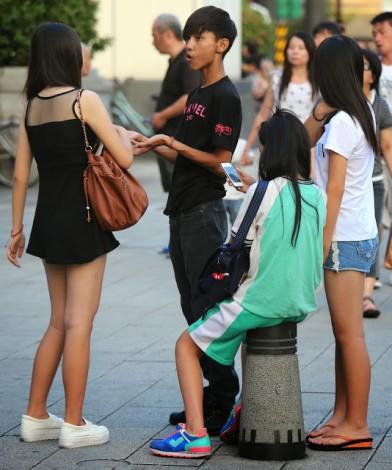 pretty girls黑上衣與白上衣短褲漂亮女孩VI
