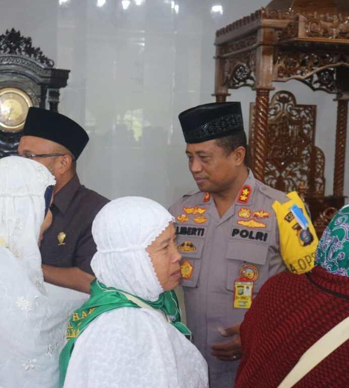 Kapolres AKBP M. Liberty Panjaitan S.I.K., M.H., Sambut Kepulangan Jamaah Haji Kabupaten Simalungun