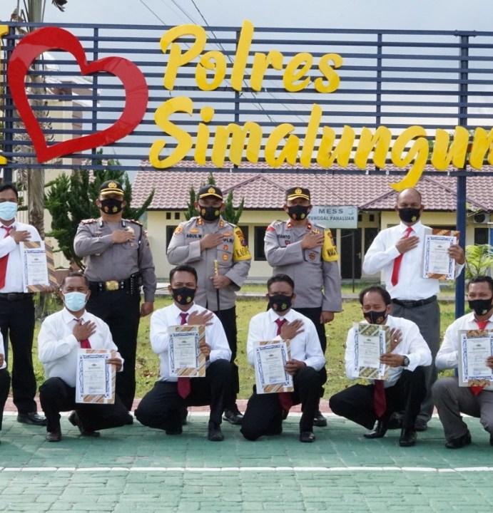 Kapolres Simalungun Akbp Agus Waluyo,S.I.K., Berikan Piagam Penghargaan Kepada Personel Yang Berprestasi menuju SDM Polri yang Unggul di Era Police 4.0