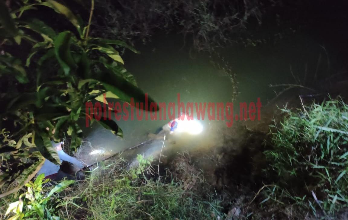 Proses evakuasi terhadap korban MD di Kanal Sudetan, Kampung Paduan Rajawali
