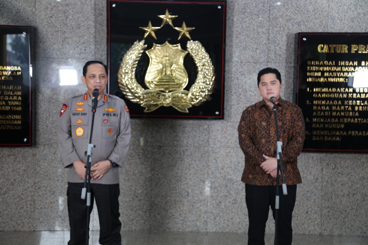 Wakapolri Komjen Pol Drs. Gatot Eddy Pramono, M.Si saat bersama Menteri BUMN Erick Thohir di Mabes Polri