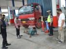 Petugas dari Polres Tulang Bawang memberikan sanksi berupa push up kepada warga yang terjaring Operasi Yustisi di SPBU Jalintim, Kampung Lebuh Dalem, Kecamatan Menggala Timur