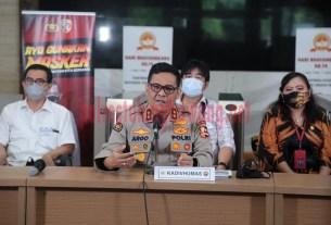 Kadiv Humas Polri Irjen Pol Raden Prabowo Argo Yuwono, SIK, M,Si, saat menggelar konferensi pers penetapan delapan tersangka kebakaran Gedung Kejaksaan Agung