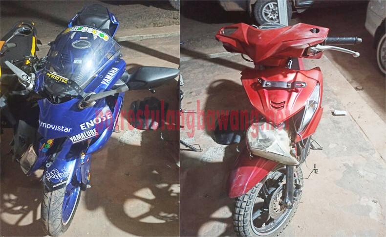 sepeda motor Yamaha R15 warna biru dan sepeda motor Honda Beat warna merah yang terlibat laka lantas di depan kantor FIF, Kampung Gedung Karya Jitu, Kecamatan Rawa Jitu Selatan