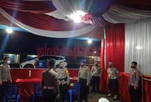Kabag Ops Kompol Yudi Pristiwanto, SH saat cek langsung personel yang bertugas Pos Pam Simpang Penawar