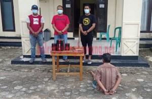 Pria berinisial SO (55), warga Dusun Sumber Rejo, Kampung Wono Rejo, ditangkap Polsek Gedung Aji karena melakukan curat di kampung sendiri
