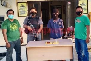 Seorang petani dari Kampung Batu Ampar berinisial MI als BN, yang ditangkap Polsek Rawa Pitu karena kedapatan membawa narkotika jenis sabu di dermaga penyeberangan klotok Kampung Bumi Sari
