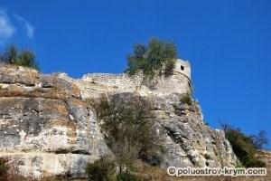 Оборонительная башня. Южная сторона пещерного города Чуфут-Кале. Автор фото Ольга Иутина